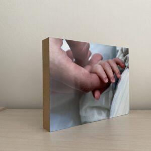 """תמונה על בלוק מעץ בגודל 15X20 ס""""מ"""