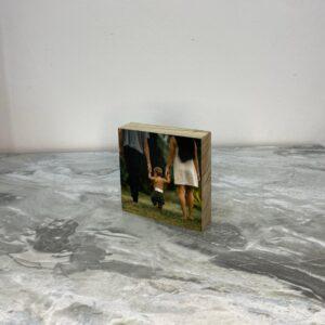 """תמונה על בלוק מעץ בגודל 10X10 ס""""מ"""