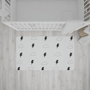 שטיח בהדפס ברקים ועננים בצבעי שחור-לבן