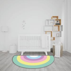 שטיח בצורת חצי עיגול בהדפס צבעוני של קשת בענן