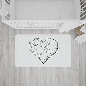 שטיח בהדפס לב גיאומטרי שחור על רקע לבן