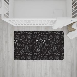 שטיח בהדפס סמלים של החלל החיצון בצבעי שחור-לבן