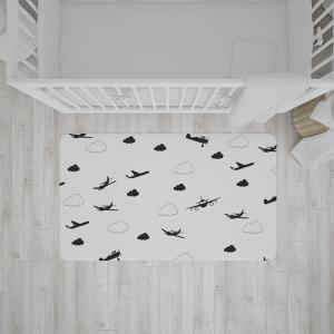 שטיח בהדפס מטוסים ועננים בצבעי שחור-לבן
