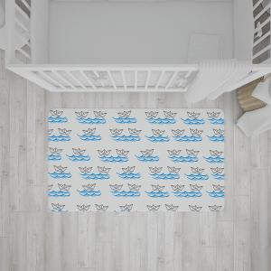 שטיח בהדפס סירות מנייר על גלים