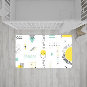 שטיח צורות וקווים בצבעי שחור, לבן, צהוב וירוק