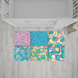 שטיח בהדפסים צבעוניים של מגוון צורות