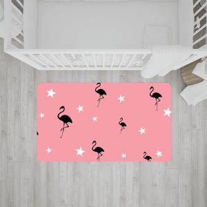 שטיח פלמינגו וכוכבים בשחור-לבן על רקע ורוד