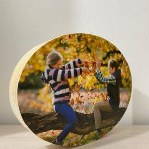 """תמונה על בלוק מעץ בצורת אליפסה בגודל 10X15 ס""""מ"""