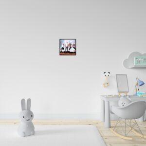 """תמונה ממוסגרת לתלייה על הקיר בגודל 20X20 ס""""מ"""