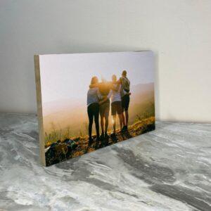 """תמונה על בלוק מעץ בגודל 20X30 ס""""מ"""